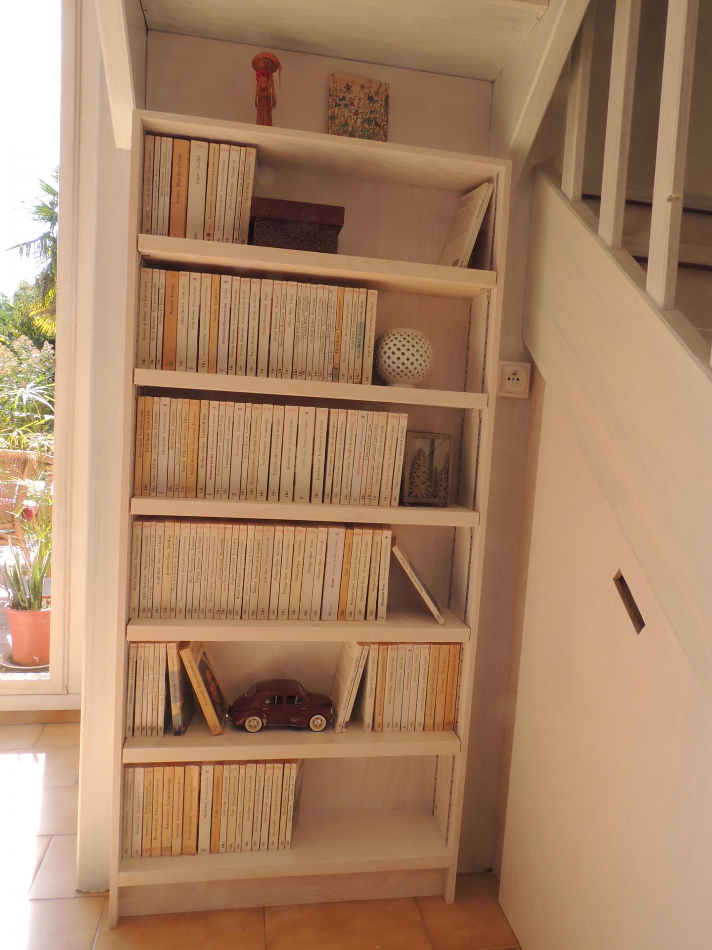 Bibliothèque sous escalier - www.ateliercannelle.com - Atelier Cannelle