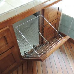 www.ateliercannelle.com, panier à linge intégré dans un meuble sous vasque