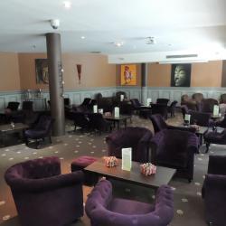 Tables du bar Lounge - Hotel Altéora Poitiers - Atelier Cannelle - Futuroscope - Poitiers